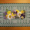 Fleurs séchées et dentelle de papier