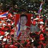 """Les """"chemises rouges"""" répandent leur sang devant le siège du gouvernement"""