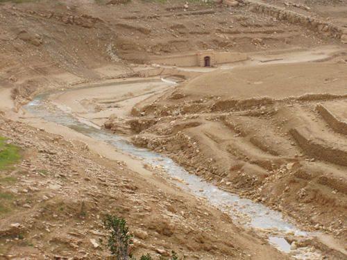 """<span style=""""font-weight: bold&#x3B;"""">Sélection de 12 photos sur 46, prises le 5 décembre 2006 après-midi, au barrage du Revest (Var) après la vidange décennale, alors que quelques pluies ont fait réapparaître sources et ruisseaux.</span><br style="""