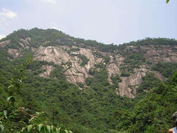 "<span style=""font-weight: bold&#x3B;"">Tous mes voyages dans la province chinoise de l'Anhui.</span><br/><br/>- Huangshan, dont les articles relatifs : <br/><ul>    <li><a target=""_blank"" href=""http://celine-en-chine.over-blog.com/article-610821.ht"