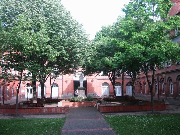 Visite de l'emblématique hôpital de La Grave de Toulouse.Photos de Christophe Sonnendrucker.