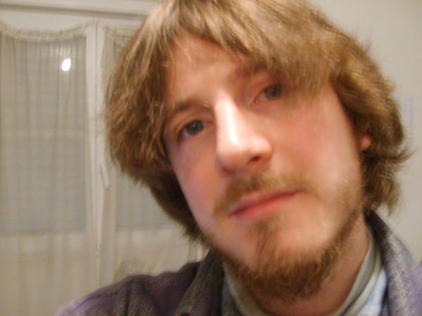 """<br /> En ce premier jour d'octobre 2005, j'ai d&eacute&#x3B;cid&eacute&#x3B; de rassembler quelques photos de moi (et <span style=""""font-weight: bold&#x3B;"""">que de moi</span> m&ecirc&#x3B;me si je me pr&eacute&#x3B;f&egrave&#x3B;re sur d'autres photos sur lesquelles je suis &quot&#x3B;accompagn&eacute&#x3B;&quot&#x3B;)<span style=""""font-style: italic&#x3B;""""> </span>potables (comme je suis r&eacute&#x3B;ellement disons) pour contraster avec <a href=""""http://www.zoldi.org/album-4070.html"""">l'&eacute&#x3B;volution capillaire</a> pr&eacute&#x3B;sente depuis 9 mois s"""