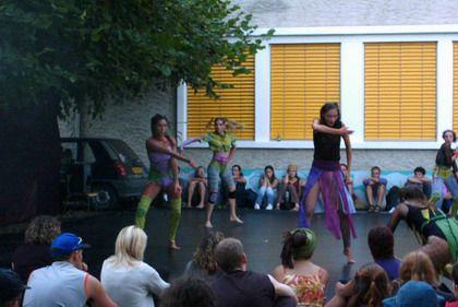 """<P>Aurillac tous les ans est le rendez-vous des amoureux des arts du theatre de rue ....</P><P>&nbsp&#x3B;</P><P>Un big bonheur !!</P><P><EM><STRONG>""""Quand allons-nous dans le cantal""""</STRONG></EM></P>"""