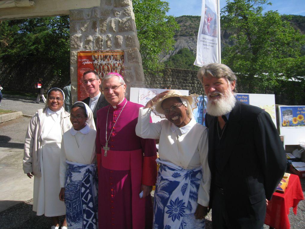 Fête de la Pentecôte au sanctuaire Notre-Dame du Laus, sous la présidence de Mgr Jean-Michel di Falco Léandri, en présence du Père Pedro Opeka.