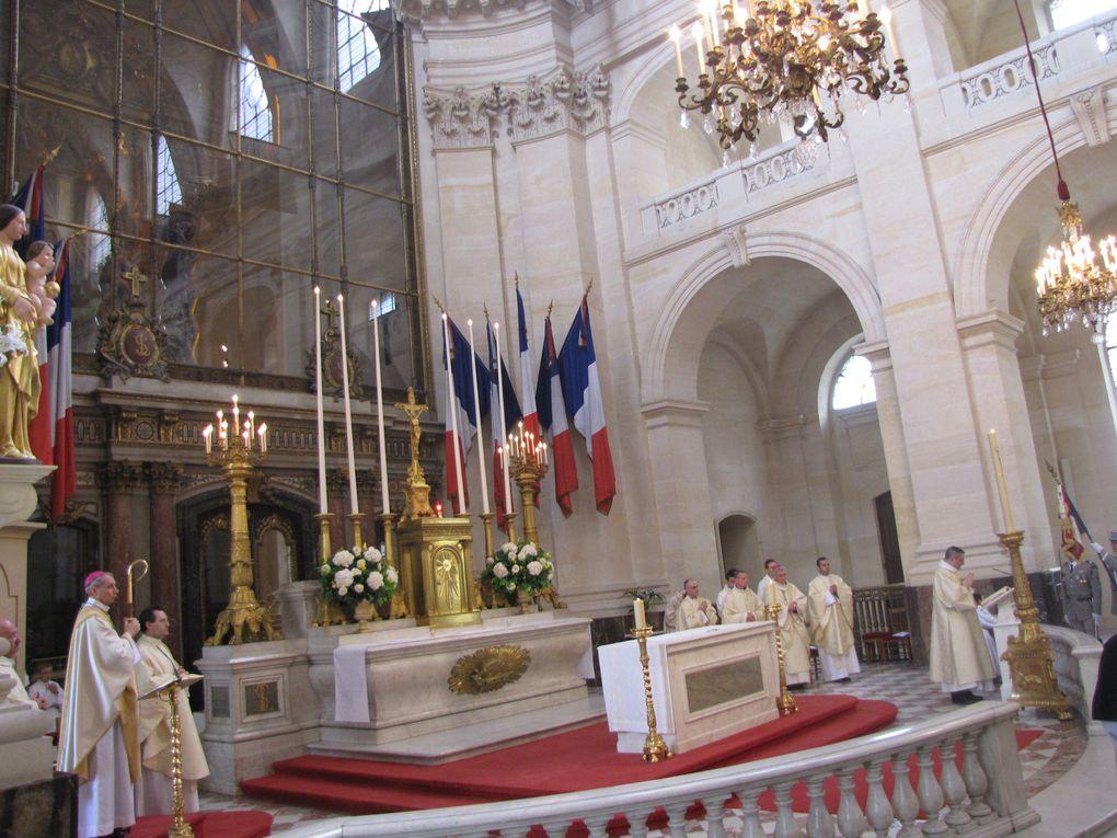 Ordination sacerdotale de Renaud de Dona Fredeville par Mgr Patrick Le Gal à l'église Saint-Louis des Invalides dimanche 19 avril 2009.