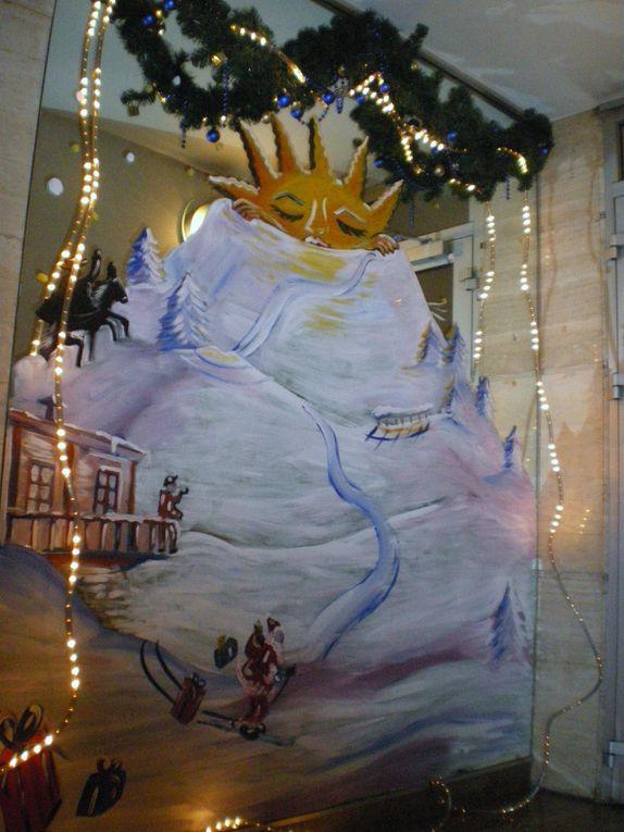 Les décorations de Noël des différentes entrées de la résidence en 2004, 2005, 2008, 2009 et 2010, 2011 et 2012