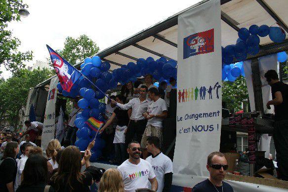 Quelques photos choisies parmi plusieurs centaines d'autres pour illustrer la Marche des Fiertés LGBT 2008 à Paris (Images copyright@al1web)