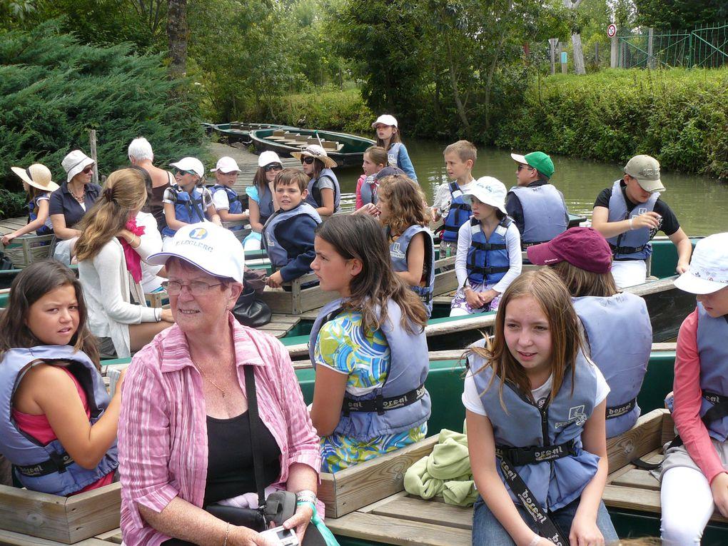 Les enfants de Bleuniadur Nevez au Festival des Enfants du Monde à Saint-Maixent-L'Ecol (Vendée) - juillet 2010.Photos de Nicole Bihanninc. Un grand merci à elle.