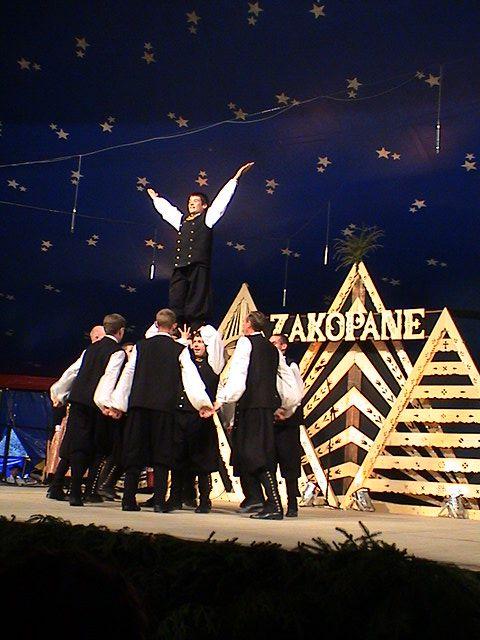 """Festival International de Zakopane (Pologne) en août 2003, où nous avons remporté une Médaille de Bronze (Catégorie """"Groupe stylisé"""") et le Grand Prix de la Presse."""