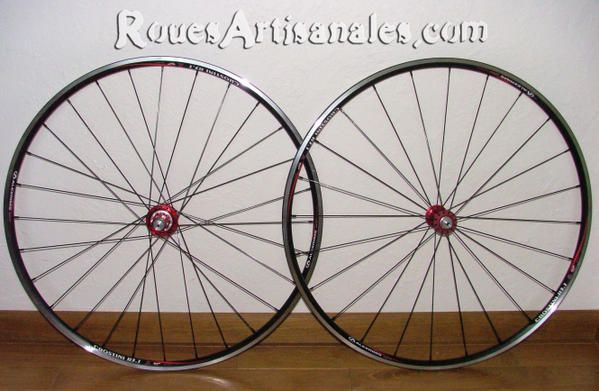 "Quelques exemples des montages disponibles. Sur plusieurs pages. <br /><br /><span style=""font-style: italic&#x3B;"">Some examples of hand built wheels available.</span>"