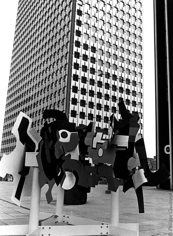 EXPO INSOLITE à la Défense vers 1970. Je ne me souviens plus ni du nom ni de la date de cette exposition?!?! Si vous vous rappelez, écrivez moi,merci. © Philippe coudeyrat