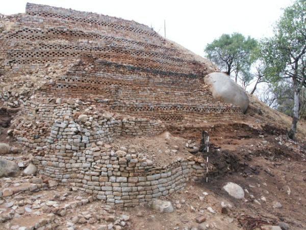 """<P>Depuis quelques années, l'association intervient sur le site de KHAMI, classé au patrimoine mondial, par l'Unesco. Depuis quelques années, l'association intervient sur le site de KHAMI, classé au patrimoine mondial, par l'UNESCO.</P><P>Des précisions sont données sur ces photos sur <A href=""""http://www.cham.asso.fr/pages_site/p_photo_recherche.php?typephoto=3"""">http://www.cham.asso.fr/pages_site/p_photo_recherche.php?typephoto=3</A></P>"""