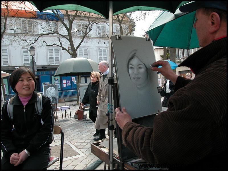 Ce mois de mars 2004 aura marqu&eacute&#x3B; un moment important pour notre action&nbsp&#x3B;: Ma Yan, dont le journal a suscit&eacute&#x3B; ce mouvement de solidarit&eacute&#x3B; avec les enfants du Ningxia, est venue &agrave&#x3B; Paris, invit&eacute&#x3B;e par les &eacute&#x3B;ditions Ramsay &agrave&#x3B; l&rsquo&#x3B;occasion du Salon du livre qui mettait les lettres chinoises &agrave&#x3B; l&rsquo&#x3B;honneur.