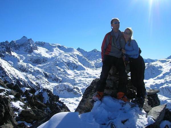 Pas beaucoup de neige dans les Pyrénées en ce début février 2008, nous dit on. Par chance il tombe 40cm sur la frontière avec l'Espagne juste avant que l'on arrive. En plus le froid se maintient un peu pour la glace: que du bonheur!