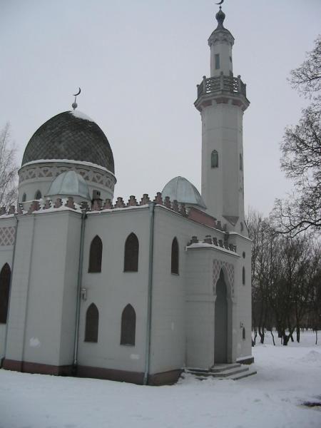 <P><FONT color=#ff0000>As salamu aleikoum wa rahamtullah, cette mosquee a ete construite dans la deuxieme ville du pays et a ete inauguree le 15 juillet 1933.</FONT></P><P><FONT color=#ff0000>&nbsp&#x3B;La construction de cette mosquee a ete dediee au 500e anniversaire de la mort de Vytautas, Grand Duc de Lituanie.</FONT></P><P><FONT color=#ff0000>Chalil Janušauskas est a l'origine de ce projet et Vaclavas michnevi&#269&#x3B;ius l'architecte de cette mosquee.</FONT></P><P><FONT color=#ff0000>C'est l