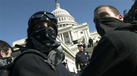 Le Peuple Am&eacute&#x3B;ricain va certainement se d&eacute&#x3B;cha&icirc&#x3B;ner en 2007 et les Peuples du monde entier le soutiendront. Nous sommes solidaires de nos fr&egrave&#x3B;res Am&eacute&#x3B;ricains et nous n'avons qu'un souhait, qu'il vire Bush et Cheney, faiseurs de guerres m&eacute&#x3B;prisants et criminels. Notre plan&egrave&#x3B;te sera bien plus tranquille sans eux.