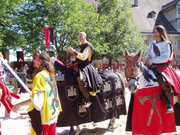 Médiéval et Moyen Age, le site internet des passionnés de la reconstitution historique et du Moyen Age