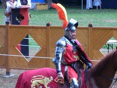 Joutes médiévales et tournois des chevaliers du Moyen-Âge lors du concours international de joute au superbe château de Filain en Haute-Saône...