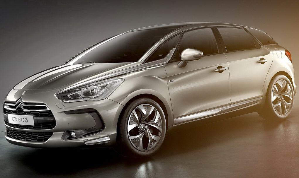 """""""Stimuler l'imaginaire"""", """"donner la sensation de conduire une voiture d'exception""""  Jean-Pierre Ploué, directeur du design chez PSA, n'a pas mâché ses mots pour décrire la nouvelle DS5 que Citroën vient de dévoiler à l'occasion du salon de"""