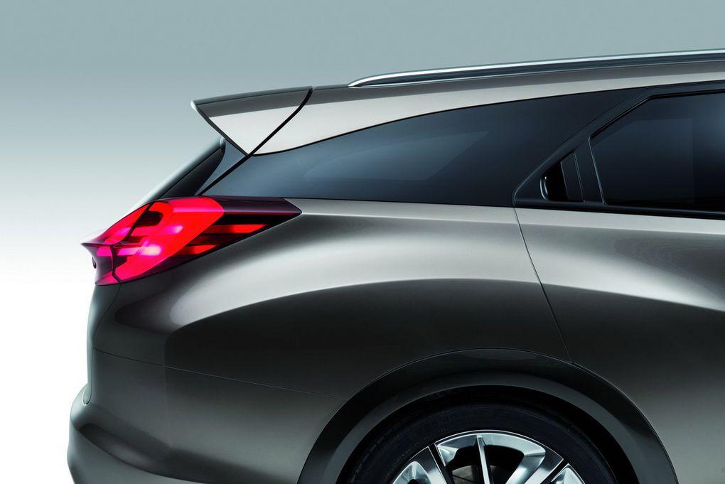 Ce concept préfigure l'arrivée d'une variante break de la Civic.