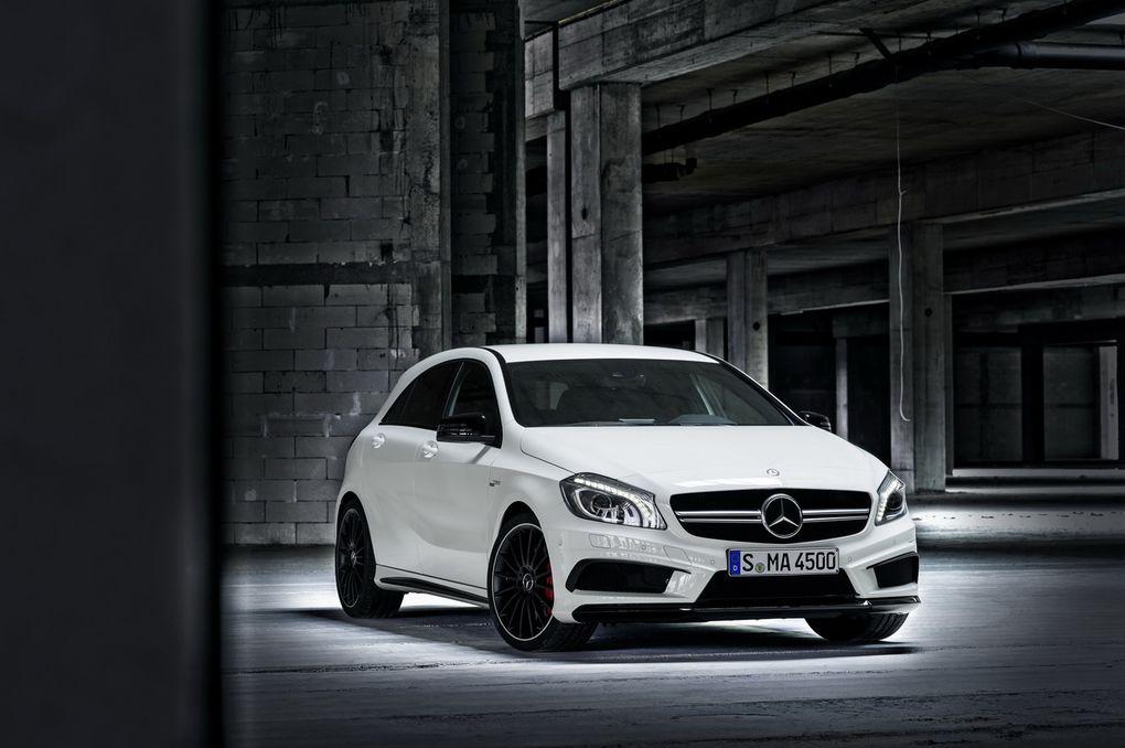 Avec son 4 cylindres 2 litres turbo de 360 ch, la Classe A devient la berline compacte la plus puissante du marché.