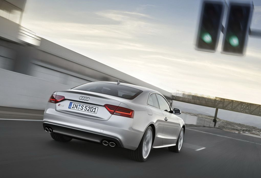 Outre une nouvelle face avant, la nouvelle S5 abandonne le V8 4.2 pour un V6 à compresseur de 333 ch.