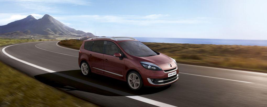 Le monospace Renault s'offre un léger restylage pour cette fin d'année.