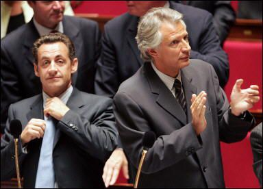 Observez la t&ecirc&#x3B;te &agrave&#x3B; Sarkozy lorsqu'il regarde DDV... &eacute&#x3B;loquent !