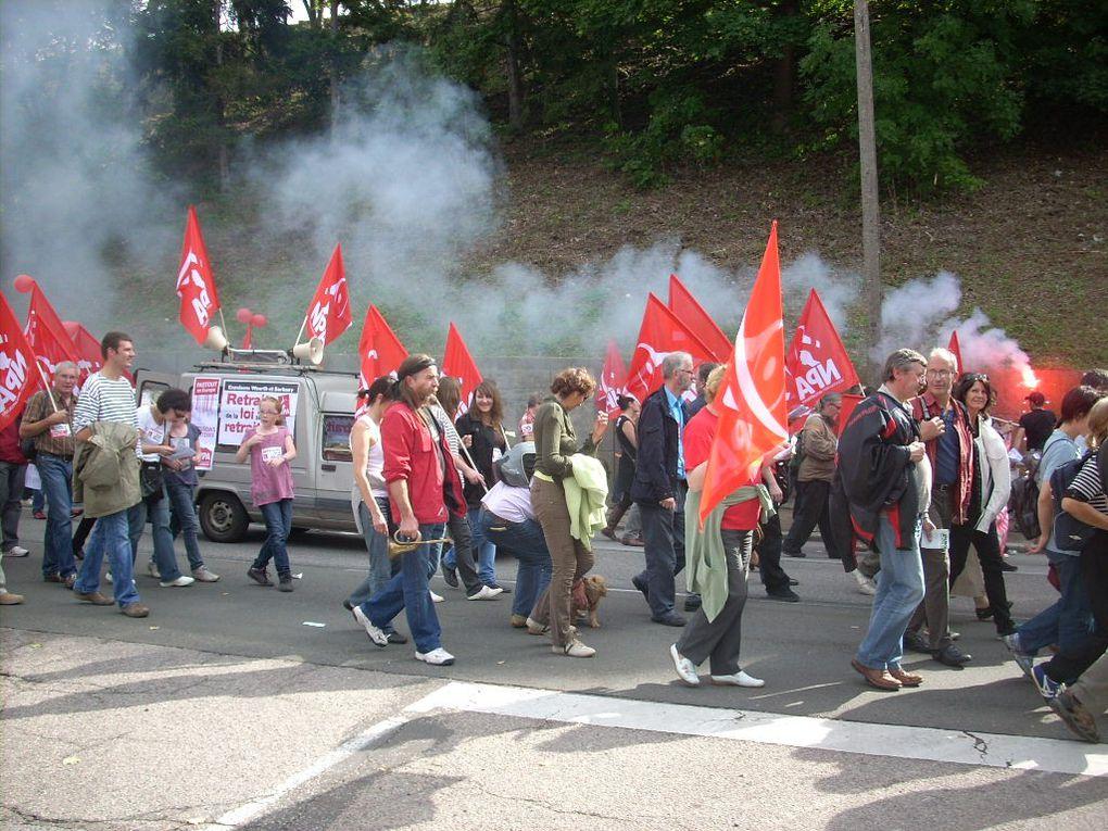 Vues d'ensemble des différents cortèges de la manifestation du 23-09-2010 à Evreux, vues du cortège du NPA-27.La manifestation a rassemblé entre 10 000 et 15 000 manifestants selon les organisations.