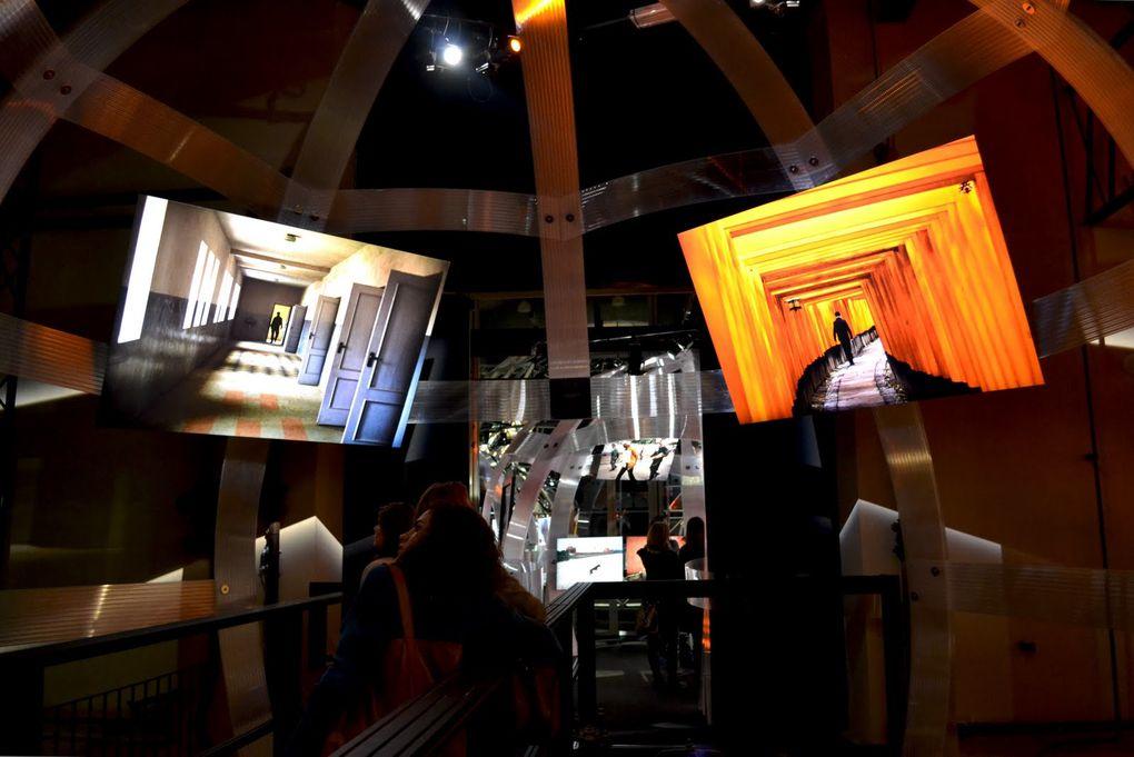 Deux cents photographies de Steve Mc Curry présentées de manière spectaculaire et inattendue du 3 décembre 2011 au 29 avril 2012 au Musée d'art contemporain de Rome, le MACRO Testaccio e La Pelanda Piazza Orazio Giustiniani 4.