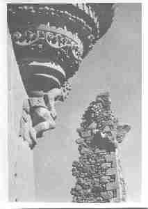 Voil&agrave&#x3B; des reproductions photographiques du ch&acirc&#x3B;teau&nbsp&#x3B;de Clavi&egrave&#x3B;res d'Ayrens (Cantal) tel qu'il &eacute&#x3B;tait avant l'incendie du 25 mai 1935.