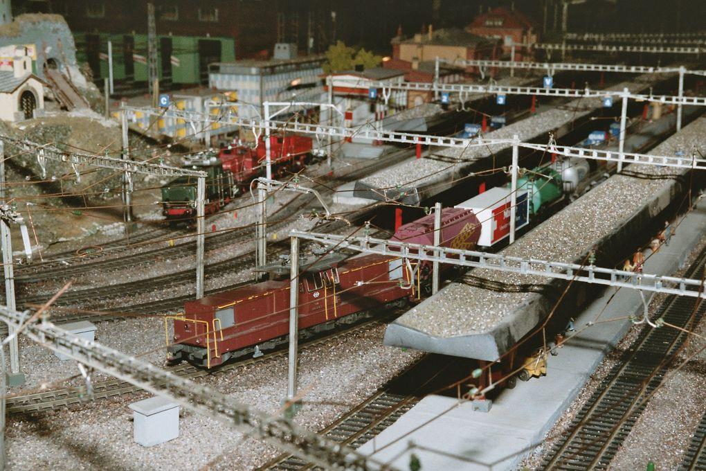 Maquette de trains avec caténaire réelle