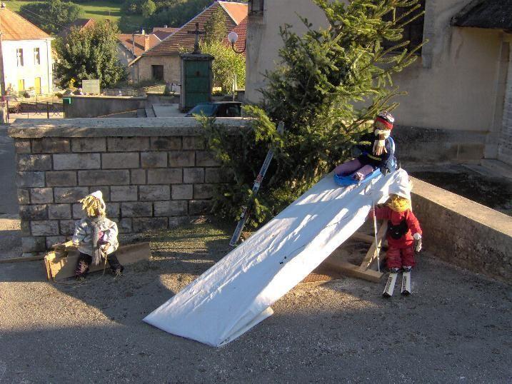 """Au cours d'un apr&egrave&#x3B;s-midi sport le Jeudi 6 octobre nous sommes all&eacute&#x3B;s jusqu'au village de Gevresin ...&nbsp&#x3B; o&ugrave&#x3B; tout &eacute&#x3B;tait pr&ecirc&#x3B;t pour le Comice ... <br/>Nous avions amen&eacute&#x3B; avec nous notre appareil photo n mais les piles nous ont fait d&eacute&#x3B;faut ...<br/>Heureusement&nbsp&#x3B; <span style=""""font-weight: bold&#x3B;"""">Armand Mareschal</span> nous a autoris&eacute&#x3B; &agrave&#x3B; publier les magnifiques photos que voici :<br/>"""