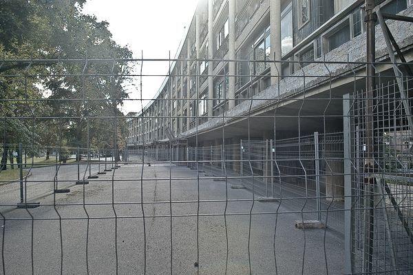 Lors des Journées du Patrimoine 2010, Alexandre Farner, photographe raincéen a pris des vues extérieures du lycée Albert Schweitzer, tout premier lycée construit en banlieue, et alors annexe du lycée Charlemagne.