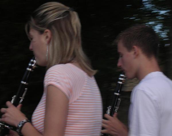 le 6 juillet 2007 nous sommes dehors pour marcher.