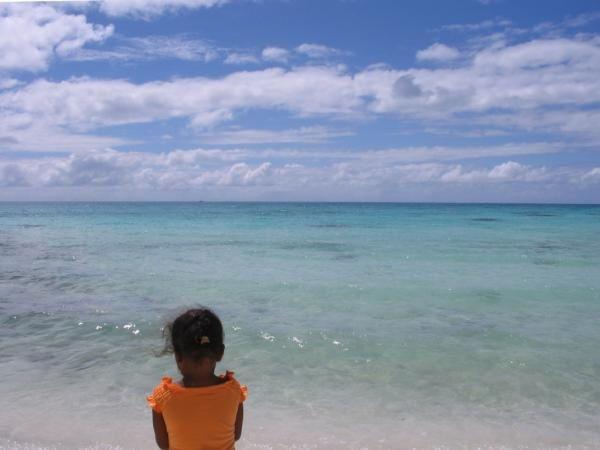 """voici quelques (?!) images que je garde de l'aoll de Tikehau (Tuamotu). Séjour en juin puis seconde mission en août 2005 (à la fin, étiquettes zXX_). Très bons souvenirs. A lire, les impressions et péripéties : <a href=""""http://tiwen.over-blog."""