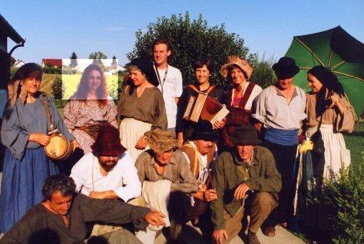 <p>Tourn&eacute&#x3B;e des &quot&#x3B;Colporteurs&quot&#x3B; salle Fracasse printemps 2004, en Hongrie en ao&ucirc&#x3B;t 2004, &agrave&#x3B; Redortier(04) le 09/07/2005  et photos diverses<br/>Mise en sc&eacute&#x3B;ne Vicent Siano<br/>Lumi&egrave&#x3B;res Mathieu Charasson</p><p><br/></p>