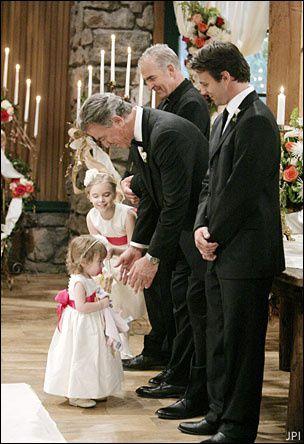Totor épouse Sabrina la meilleure amie de sa fille, Victoria.