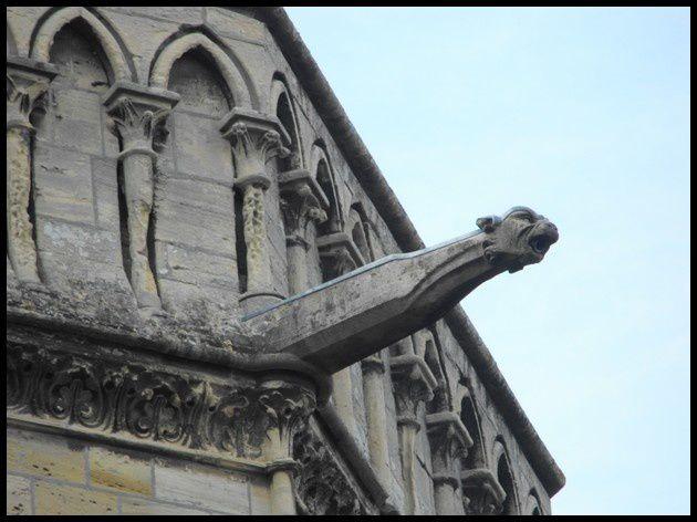 Les bords de l' Aure dans Bayeux, la cathédrale...