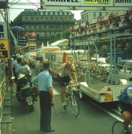Les 100 ans de la voiture balai du Tour de France.