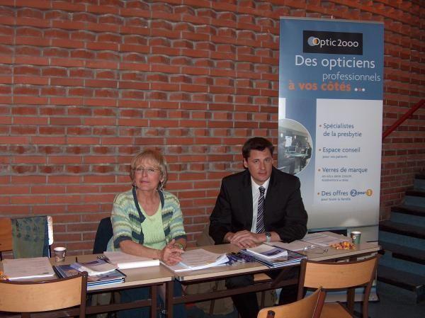 Tous les ans l'ISO organise sur l'ensemble de ses sites de formation un forum de l'emploi (Lyon le 5 avril, Paris le 19 avril, Toulouse le 28 avril 2005).<br/>A ce forum &eacute&#x3B;taient pr&eacute&#x3B;sents les responsables des enseignes de l'optique.<br/>Nos &eacute&#x3B;tudiants avaient ainsi l'occasion de trouver leur futur employeur et ce 4 mois avant l'obtention de leur dipl&ocirc&#x3B;me ou alors un stage d'&eacute&#x3B;t&eacute&#x3B; pour les &eacute&#x3B;tudiants de premi&egrave&#x3B;re ann&eacute&#x3B;e.<br/>Mais nous in