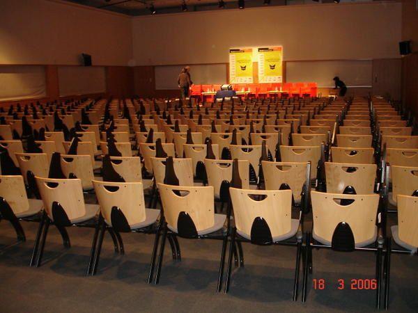 L'ISO Nantes a re&ccedil&#x3B;u un prix pour la r&eacute&#x3B;compenser de son action humanitaire au Burkina Faso. Voici les photos prises le jour de la remise de ce prix lors des assises de la presse &eacute&#x3B;crite&nbsp&#x3B;et de la jeunesse &agrave&#x3B; Nantes le 18 mars 2006.
