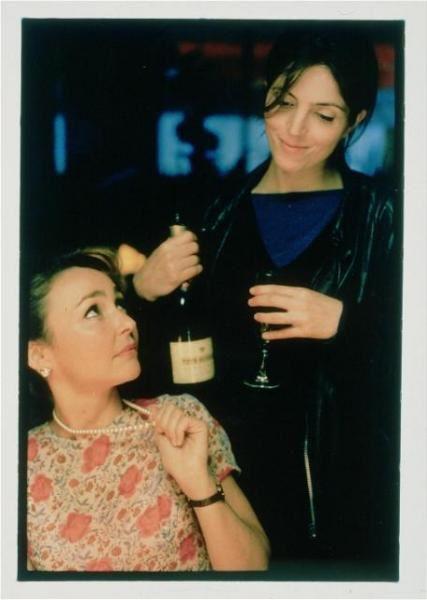 """Retrouvez les plus belles images des premiers films d'Agnès Jaoui, à savoir """"Un air de famille"""", """"Cuisine et dépendances"""", et """"On connait la chanson""""!"""