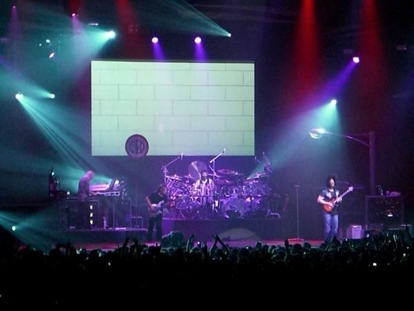 Photos du concert de Dream Theater le 5 octobre 2007 au Zénith de Paris.