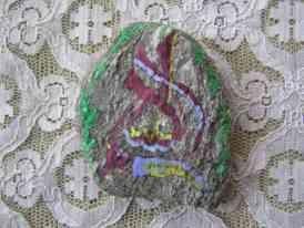 <p>Voici une invitation au voyage &agrave&#x3B; travers les pierres de caligraphie repr&eacute&#x3B;sentant chaque pays &agrave&#x3B; travers sa langue, sa culture, sa caligraphie.</p><p>Ecoutez leurs histoires &agrave&#x3B; travers ses signes myst&eacute&#x3B;rieuses que sont les &eacute&#x3B;critures : </p><p>le Tibet, l'Inde, la Russie, l'Egypte, l'H&eacute&#x3B;breu, l'Arabe, la Cor&eacute&#x3B;e, l'Europe...</p>