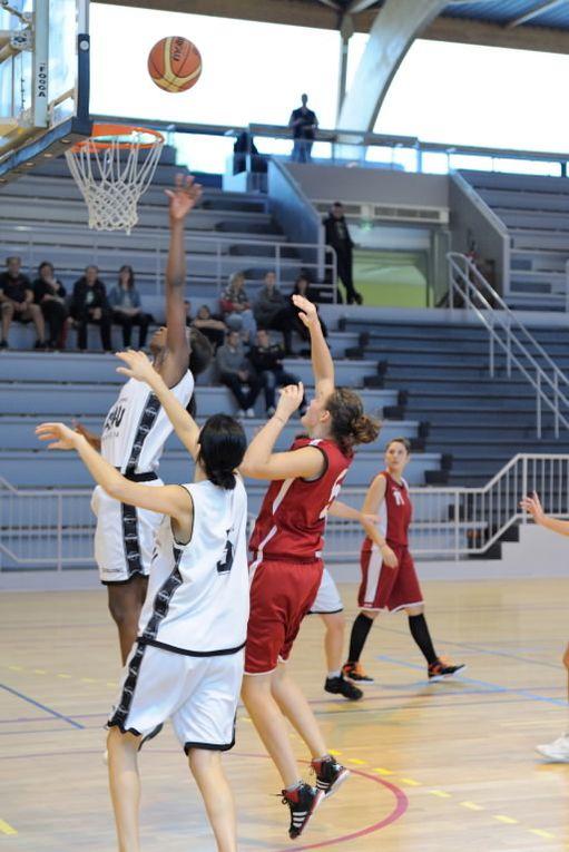 Les Seniors Féminines contre Olympique Sathonay au Palais des Sports le 20/10/2013