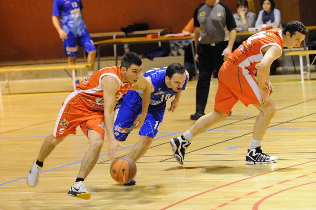3 matches en images, le 26/11/2011 :- Seniors R2 contre Lagresle- Juniors face à La Ricamarie- Benjamins 1 contre St-Jean-Bonnefonds