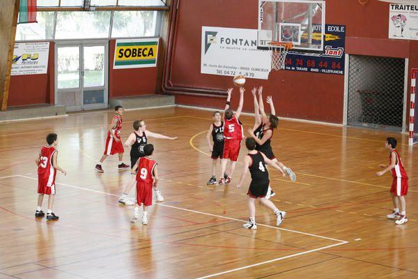 Plateau Benjamins Gar&ccedil&#x3B;ons le 12/03/2006 au Palais des Sports de Villefranche