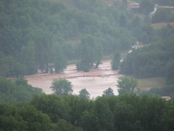 le russeau<strong> GOS</strong> en crue le 27 juillet 2006 à 19 h sous Courtilles