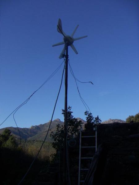 Nos sources d'énergie à Lisson: l'huile de coude - le soleil, avec des panneaux photovoltaïques - une petite éolienne, qui a migré sur le toit en 2010 - groupe électrogène comme dernier secours...et surtout: économiser la consommation!